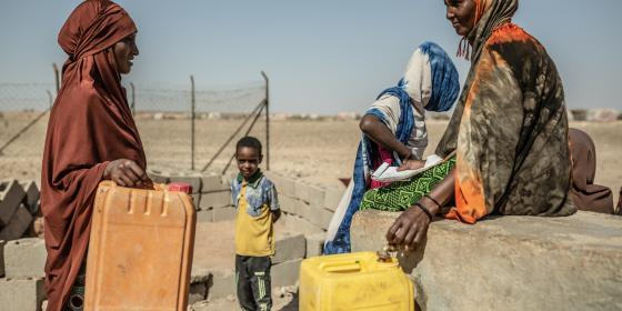 Women at a water point in eastern Somaliland. Pablo Tosco/Oxfam