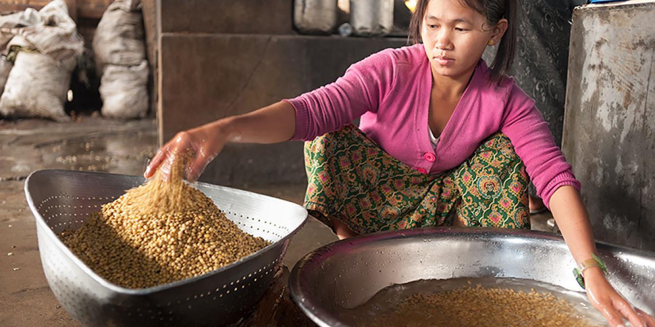 A young women in Kachin state, doing household chore photo by: David Hempenstall/Oxfam