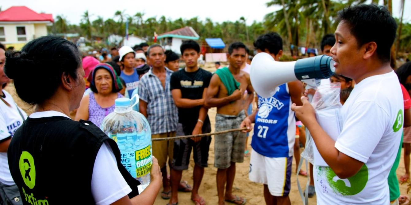RAT Eastern Samar Organized Distribution of Water in Brgy. Batang, Hernani, Eastern Samar (Photo: Jire Carreon)
