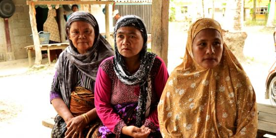 Babu Bidarya Adam (left), a grandmother from Brgy.Tukalipnao, Mamasapano in Mindanao still continues to hope for peace amid the armed conflict that drove her community away from home.  (Photo: Rhea Pauline Catada)